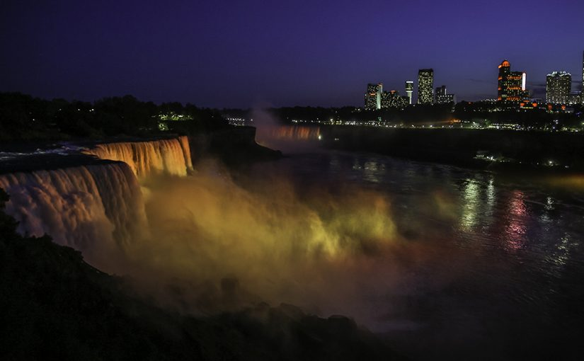 Magic Moments of the Mighty Niagara Falls (Night Photos, too)